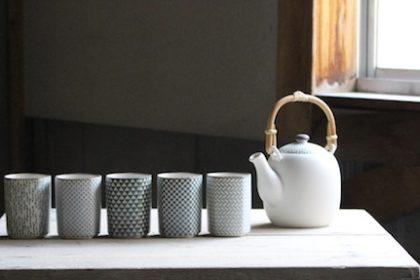 小紋茶器 インテリアにしっくりと馴染む茶器 (白磁、小紋、土瓶、湯呑、角、窯変)